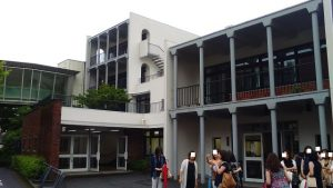 中高6年通った校舎入口