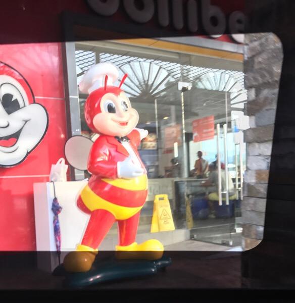 フィリピン マクドナルドより人気のジョリビー Jollibee ファストフード店