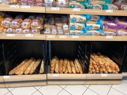 ニューカレドニア 安くて美味しいバゲット、フランスパン! 割高なもの、フルーツや惣菜