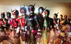 平成仮面ライダー 豪華ポスターが成田空港第二ターミナル出国後エリアに!