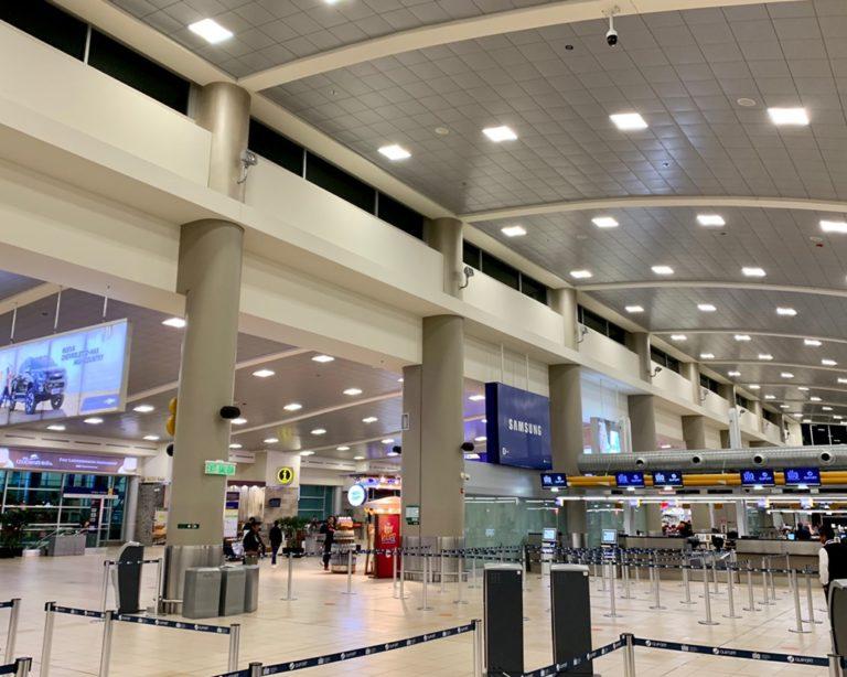 南米エクアドル 首都キト空港 マリスカル・スクレ国際空港は24時間眠らない