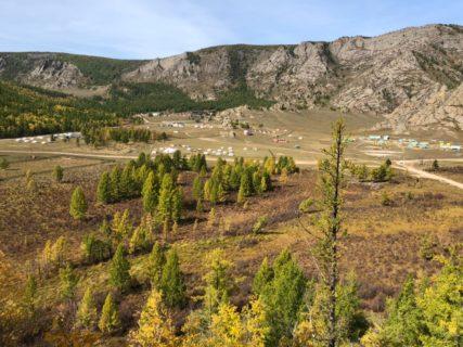秋の紅葉のモンゴルにいます 美しい静かな朝です